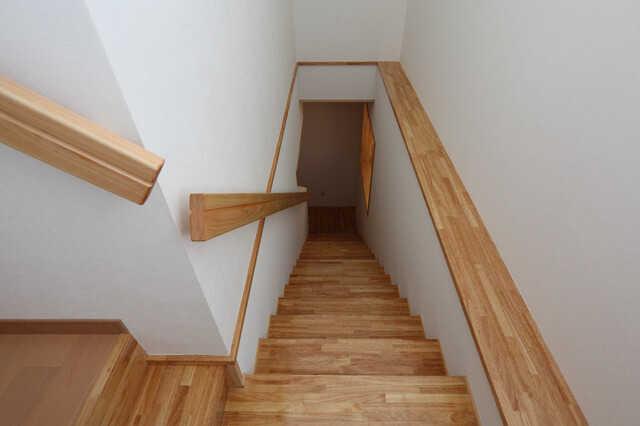かね折れ階段|千葉 内装・リフォーム